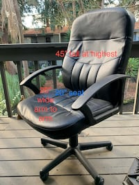 Black faux leather office chair like new. Sunnyvale, 94086