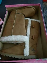 pair of brown UGG boots  grandeur 13 1/2 Montréal, H1G 2H4