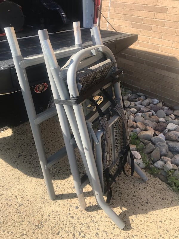Bear compound bow with all accessories and case along with tree stand 20af287e-e4e4-42d6-8adc-fc80a4733d28