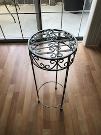 Small table or plant stand Virginia Beach, 23453