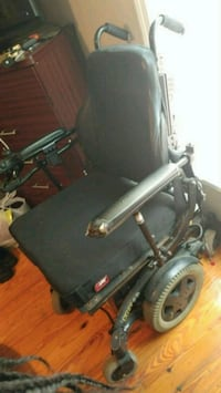 Wide body power wheelchair