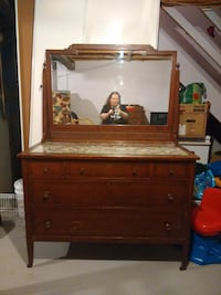 His & Hers antique dressers 726 km