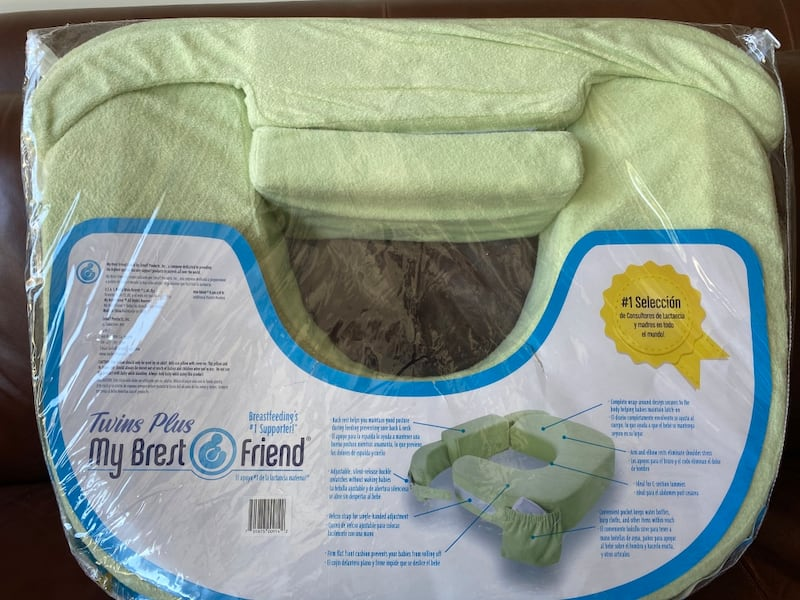 Twin feeding pillow  b3b77e7e-1ef5-4781-96d3-901585e5321e