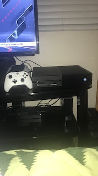 Xbox One 1TB console with Controller Rancho Cucamonga, 91737