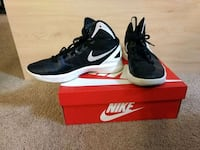 pair of Nike basketball shoes size 9.5 Bellevue, 98004