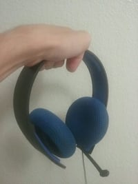 blue and black corded headphones Madera, 93638