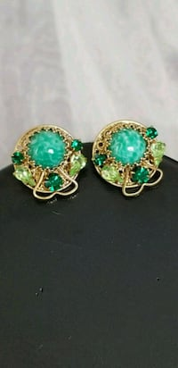 Vintage 1950s 1960s Crystal And Bead Clip  Earring Markham, L6B 1G6