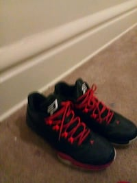 pair of black-and-red running shoes Columbus, 43206
