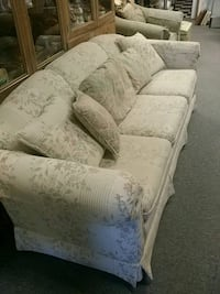 3 seater white couch Lubbock, 79411