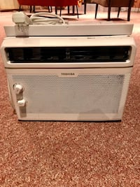 Air conditioner, window unit, like new