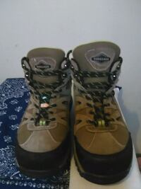 Size 8 workload Steel Toe Boots Calgary, T2G 2Z5