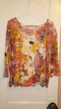 yellow and red floral scoop-neck shirt El Paso, 79903
