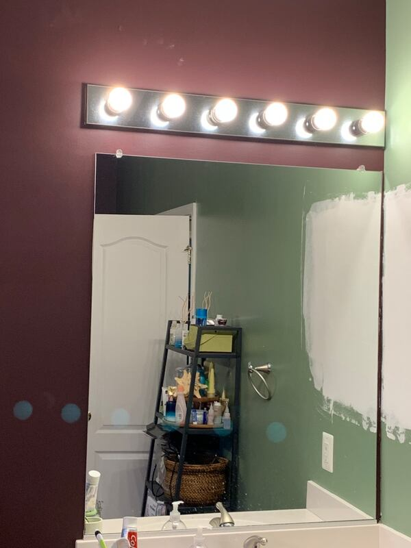 Large bathroom mirror 9b8f0ab4-6d31-4545-8db6-b42f44edeec7