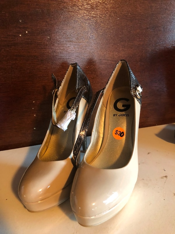 Ladies pumps size 6
