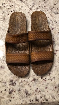 Beach sandals size 8.5 asking for $5