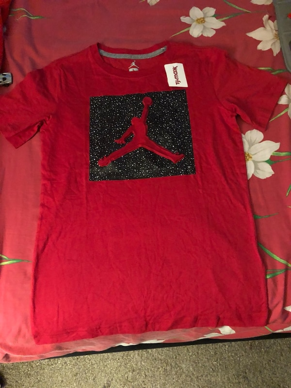 red and black Nike crew-neck shirt
