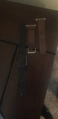 Apple Watch with an extra leather band Houston, 77024