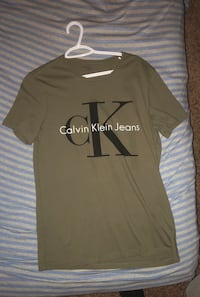 Size Small 3 Calvin Klein T-shirts Calgary, T3G 5S5