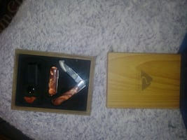 Collectible pearl type knife set in wooden box