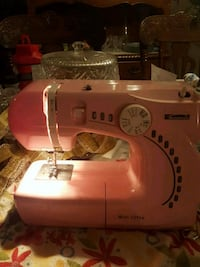 Kenmore mini ultra sewing machine  Cambridge, N3C 4G7