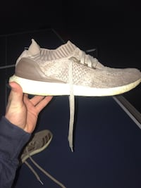 ULTRABOOSTS SIZE 9.5 Middlesex Centre, N0L