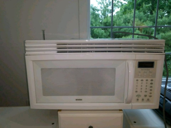White like new under Cabinet Microwave