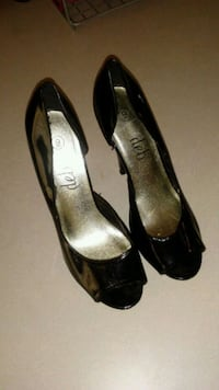 Size 9 womans deb high heels  Council Bluffs, 51501