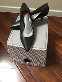 pair of black leather pointed-toe pumps Anaheim, 92808