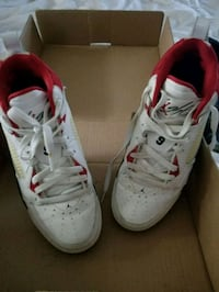 pair of white-and-red Nike sneakers Escondido, 92026