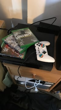 Xbox 1 with games and controller Grand Blanc, 48439
