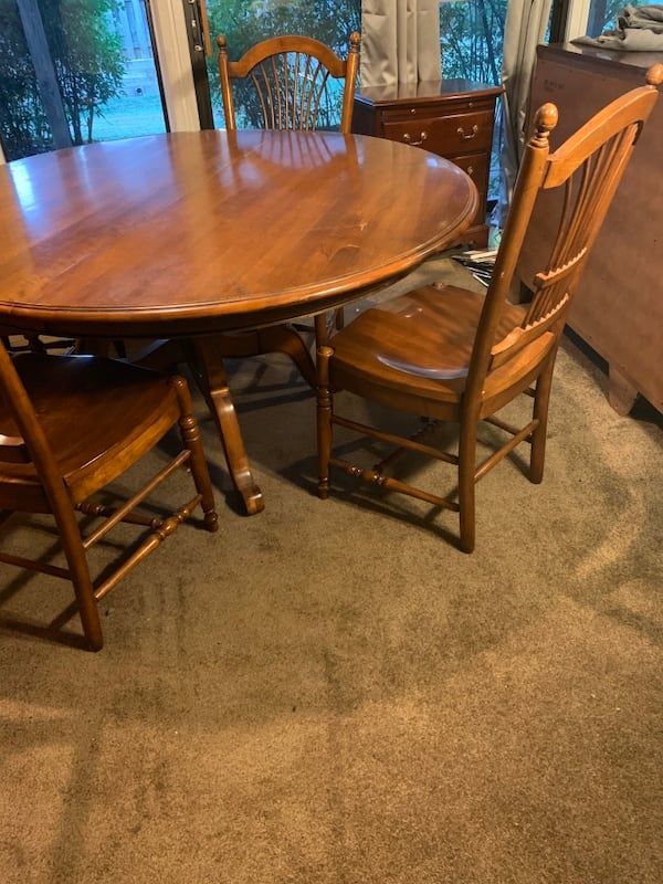 Ethan Allen Dining Table and four chairs 9ea483a0-1f1a-4059-a331-8611508b6ddf