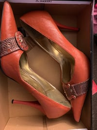 pair of brown leather pointed-toe pumps Spring Valley, 91941