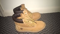 Pair of brown timberland work boots , in great condition. size 7 in juniors  Takoma Park, 20912