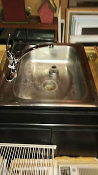 Single Kitchen sink with faucet used