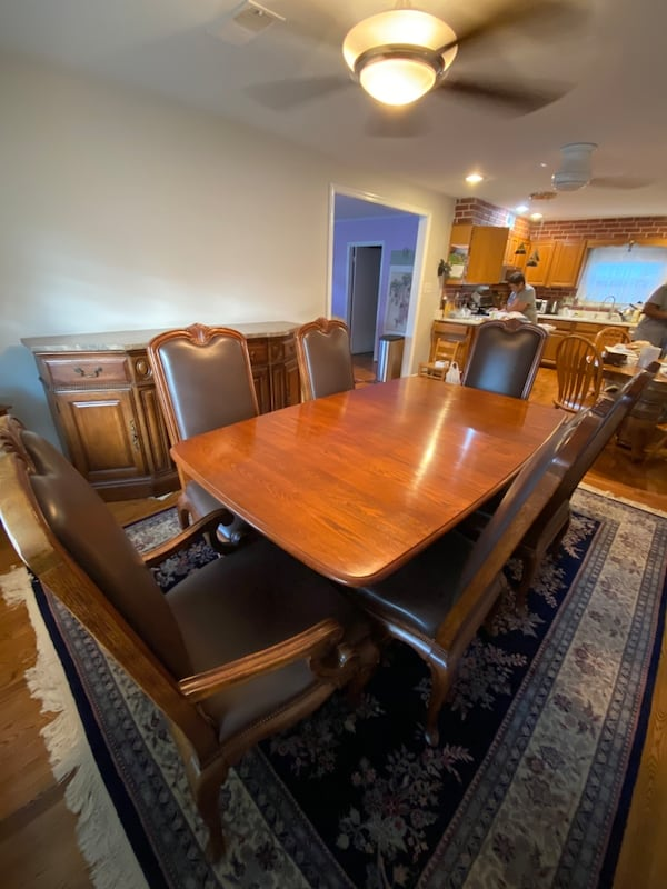 Pennsylvania House Dining table, Chairs, and Buffet b69a4ac5-a7a7-426f-8826-3ae89087f272