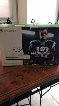 Xbox One Madden NFL 17 box Vaughan, L4J 0H4