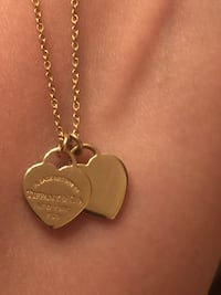 AUTHENTIC TIFFANY & Co. 18k YELLOW GOLD MINI DOUBLE HEARTS NECKLACE Toronto, M6L 2M1