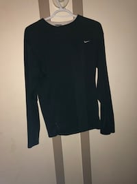 Nike athletic long sleeve  Toronto, M9R 2L1