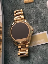 Round gold-colored analog watch with link bracelet Baltimore