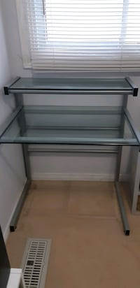 2 tier-glass table Mississauga, L5J 4B2