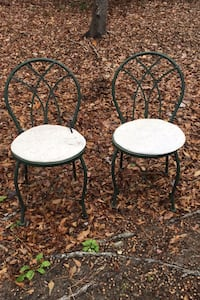 2 Patio chairs needs paint