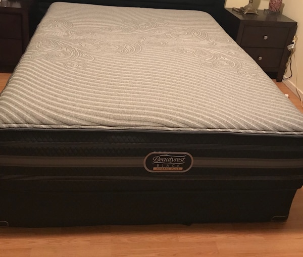 Simmons Beautyrest Black Hybrid Jennings Plus Queen Mattress Box Spring