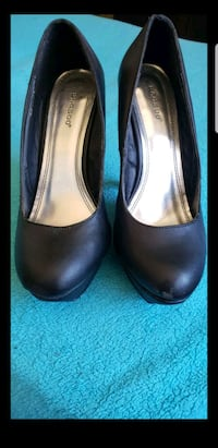 pair of brown leather heeled shoes Phoenix, 85020