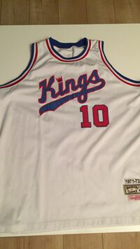Mitchell and Ness throwback fits like xxl. Good condition! Coquitlam, V3E 1E4