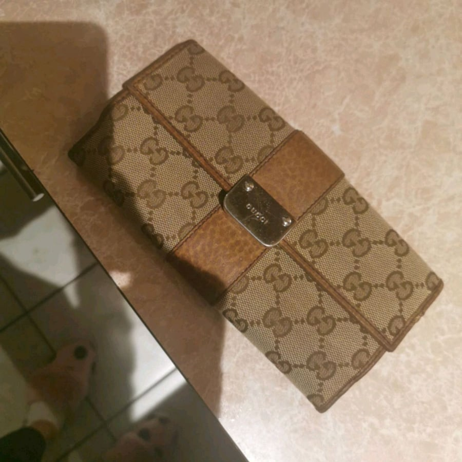 From Gucci in van used once