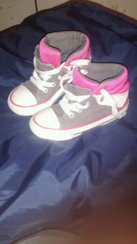 Converse girls size 8 Kitchener, N2E 3E6