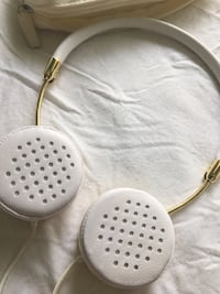 FRENDS headphones - white and gold Toronto, M6G