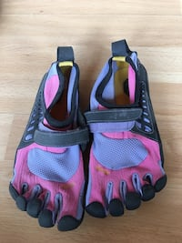 Vibram toe running shoes size 5 Calgary, T2N 0Y4