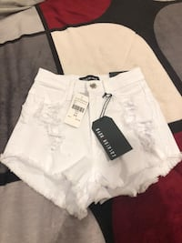 White fashion nova shorts XS Santa Ana, 92705