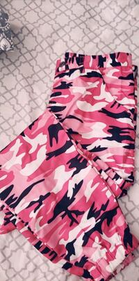 Pink camo cargo pants  Charlotte, 28202
